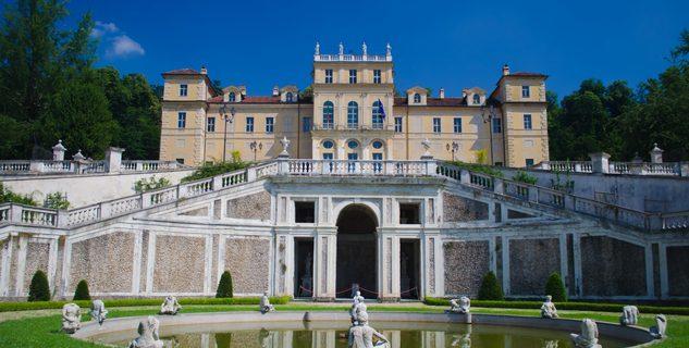 Studenti della 1^ cl. A guidano le visite a Villa della Regina.